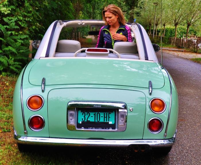 Nissan Figaro_femmefrontaal_achter