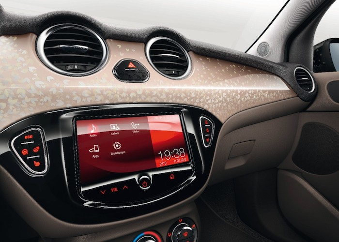 Rijtest opel adam femmefrontaal for Interieur opel adam