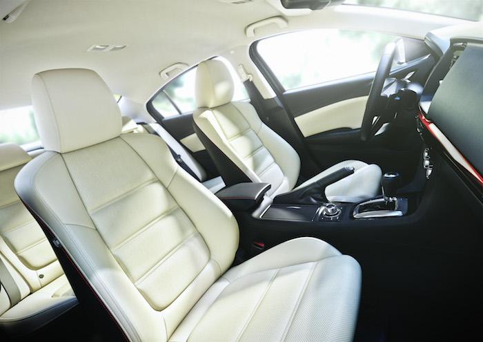 Mazda6_2013_interior_femmefrontaal