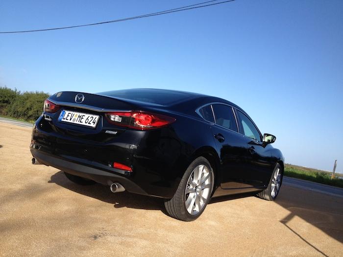 Mazda6_achterkant_femmefrontaal