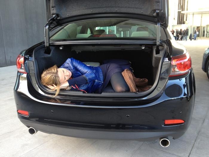Mazda6_kofferbak_femmefrontaal