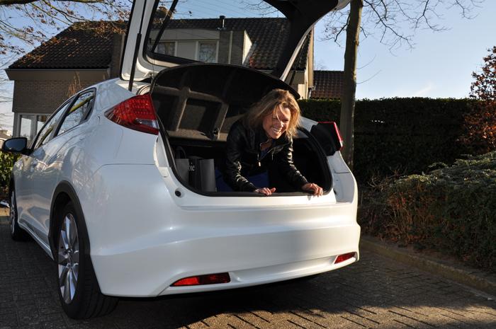 Honda Civic_femmefrontaal_kofferbak