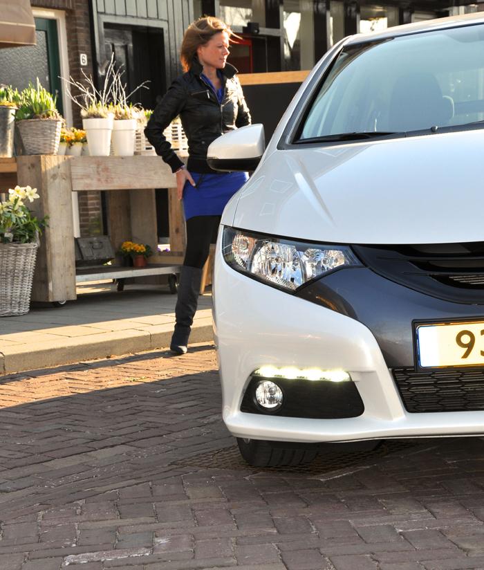 Honda Civic_femmefrontaal_zijkant