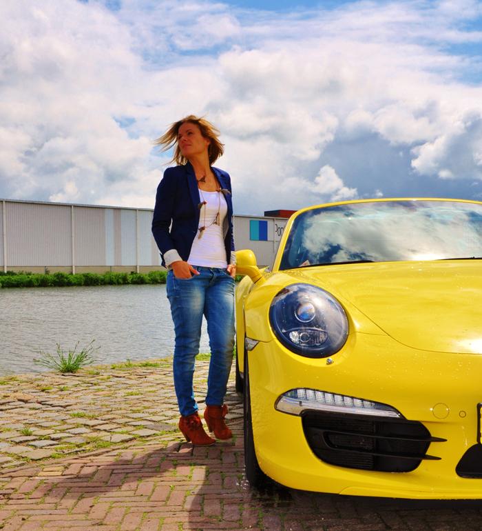 Porsche911_femmefrontaal_voor