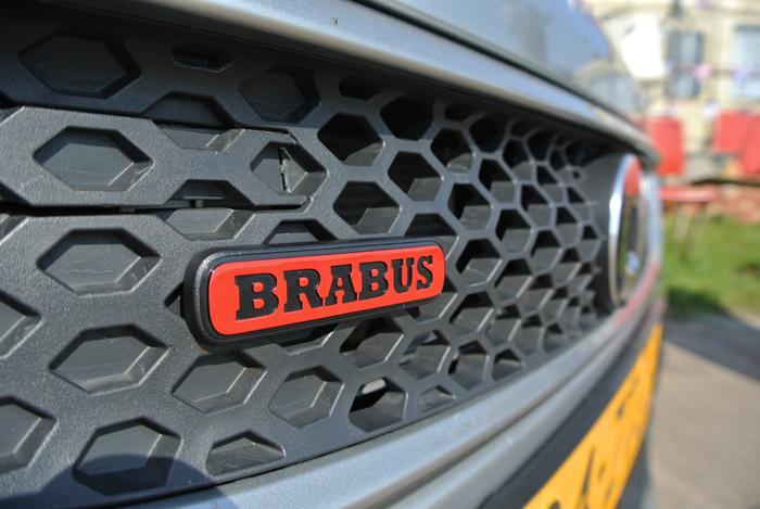 Smart Brabus_femmefrontaal_logo1