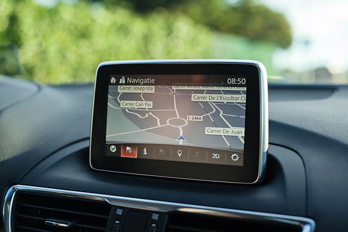 Mazda3_femmefrontaal_navigatie