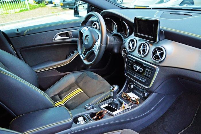 Mercedes-Benz-CLA-femmefrontaal-interieur
