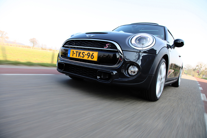 New MINI Cooper_femmefrontaal_s
