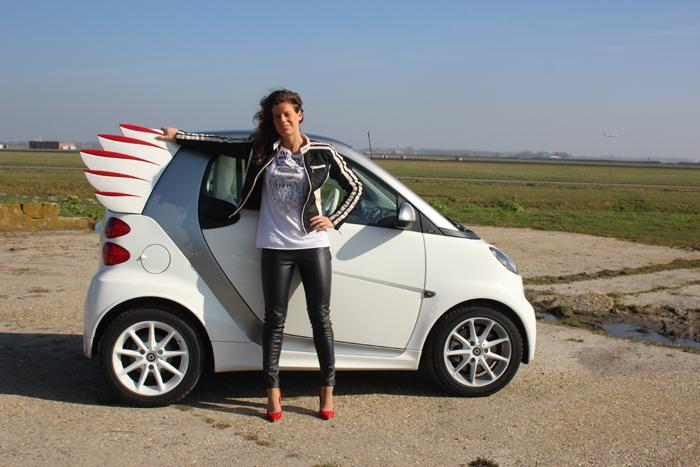 Smart by Jeremey_femmefrontaal_vleugel
