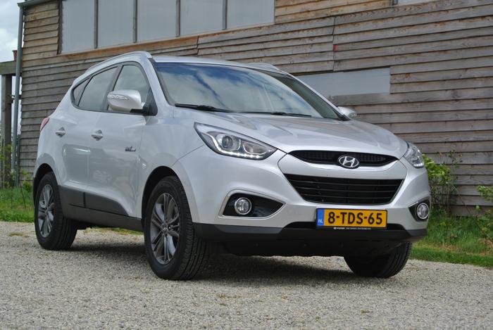 Hyundaiix35_femmefrontaal_grijs