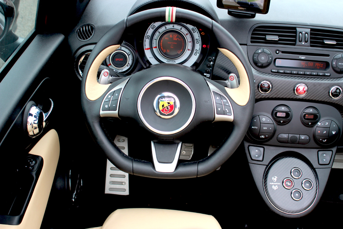 Abarth695_dashboard