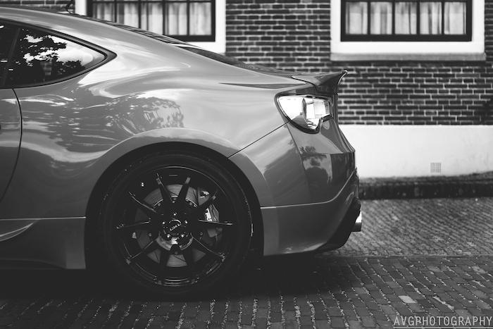 ToyotaGT86TRD_femmefrontaal_zijkant