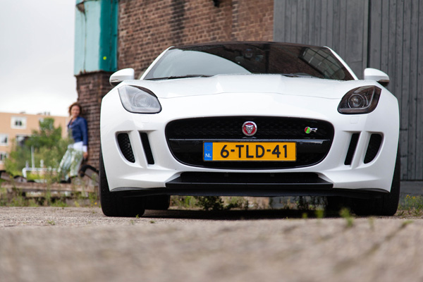 Jaguar FTYPE Femmefrontaal