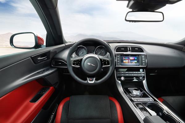 Jaguar XE interieur