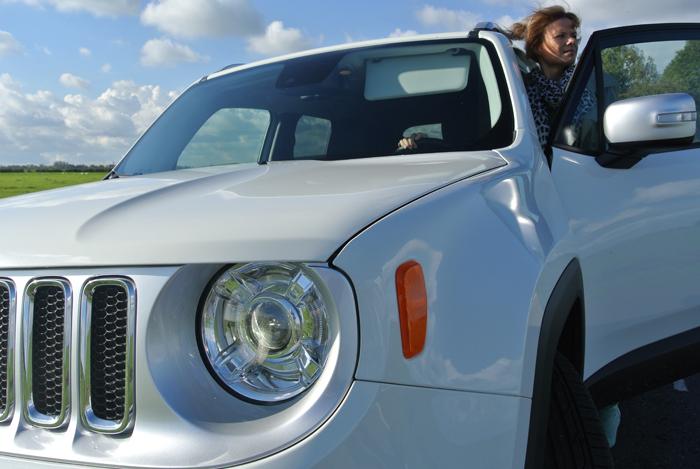 JeepRenegade_femmefrontaal_grill