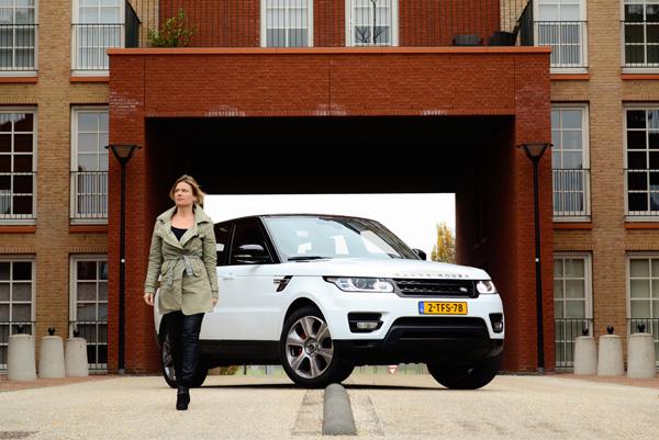 Femme-Frontaal-Range-Rover-Sport-Hybrid_end