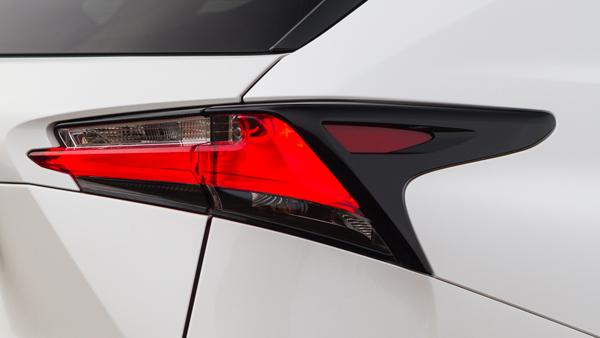 Lexus NX300h F Sport_achterlichten