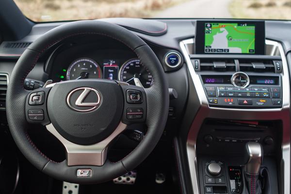 Lexus NX300h F Sport_interieur