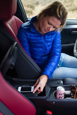 Lexus NX300h F Sport_smartphone