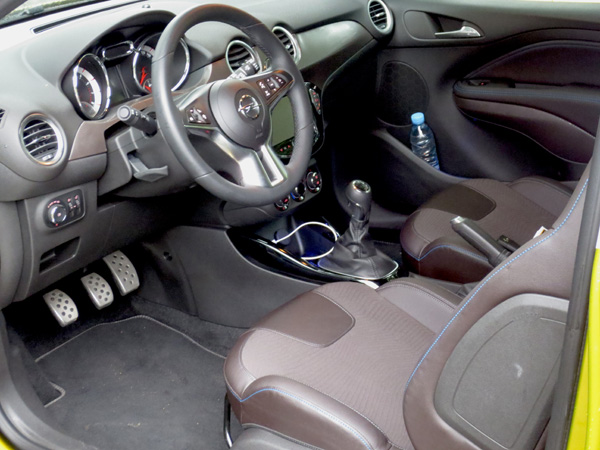 Rijtest opel adam rocks femmefrontaal for Opel adam s interieur