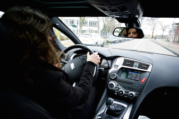 DS5_rijdend_femmefrontaal