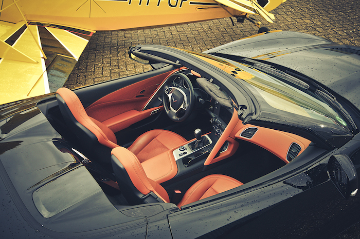 Chevrolet Corvette Stingray-interieur-FemmeFrontaal