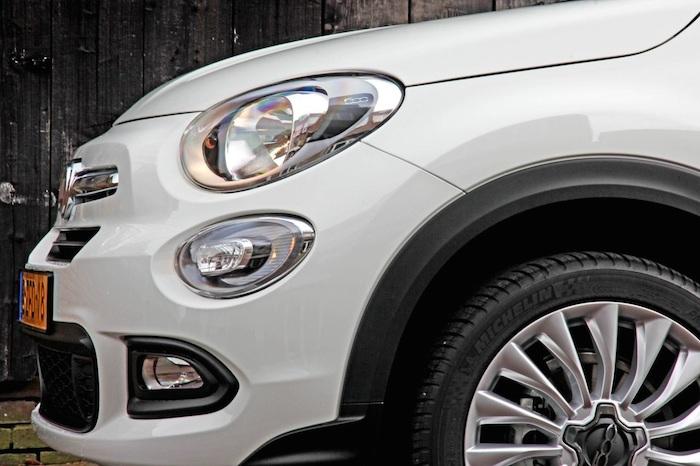 Fiat500X-detail-femmefrontaal