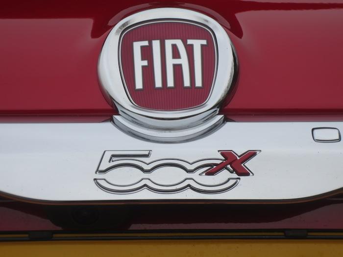 Fiat500X-logo-femmefrontaal