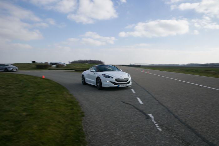 Peugeot GT Experience-RCZ-R-femmefrontaal