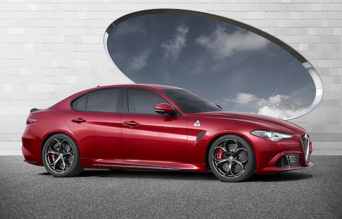 Alfa_Romeo_Giulia_zijkant