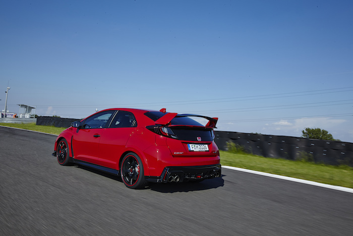 Honda-Civic-TYPE-R-racetrack