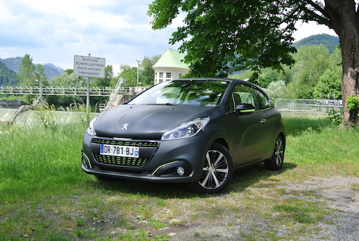 rijtest nieuwe peugeot 208 femmefrontaal. Black Bedroom Furniture Sets. Home Design Ideas