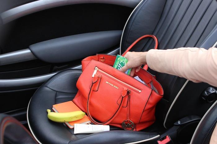 Typische-vrouwendingen-handtas
