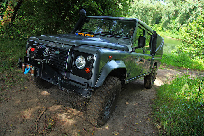 Land-rover-experience-defender