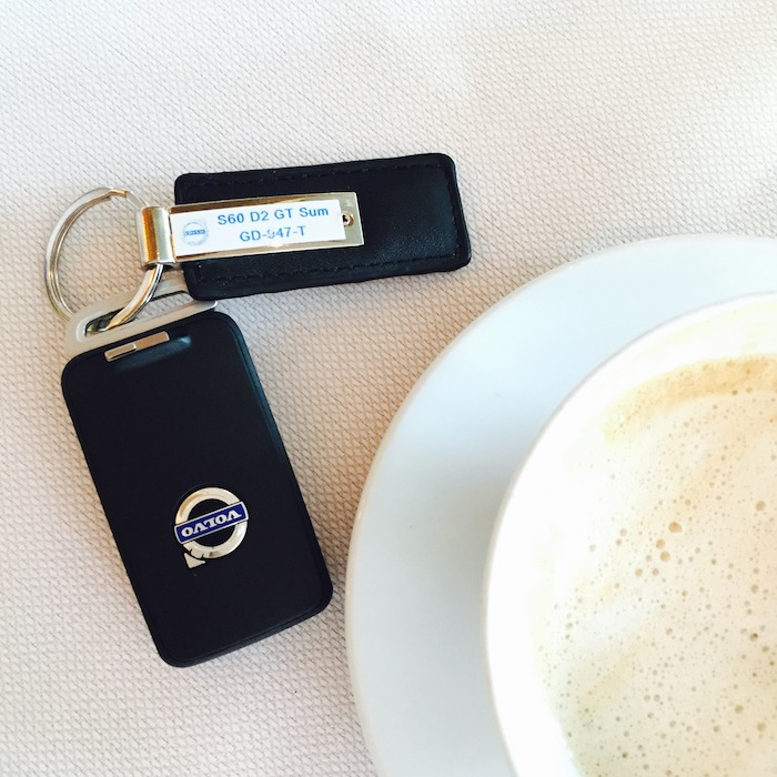 Volvo-S60-femmefrontaal-koffie