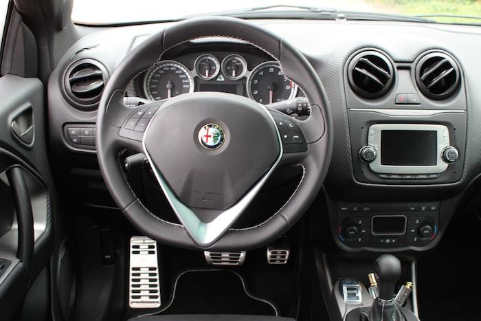 Alfa-Romeo-QV-interieur