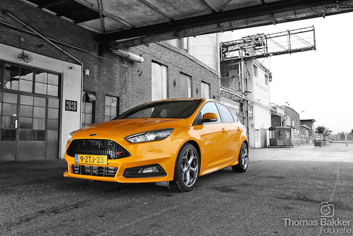 Ford-Focus-ST-2015-geel