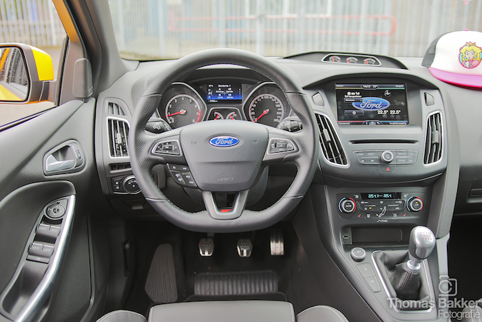 Rijtest ford focus st femmefrontaal for Ford focus 2006 interieur