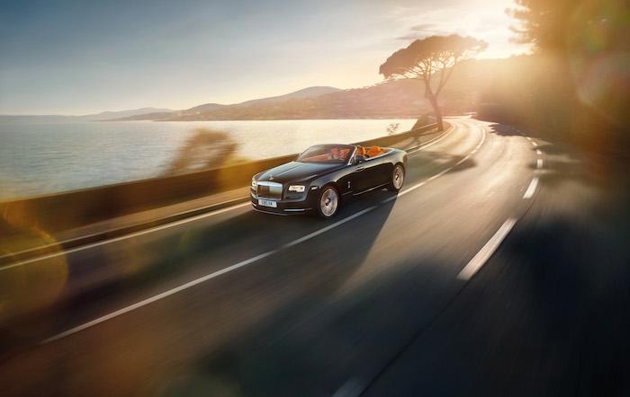 Rolls-Royce-Dawn-rijdend