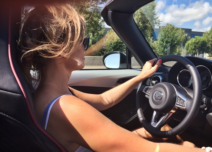 new-mazda-mx5-femmefrontaal-driving