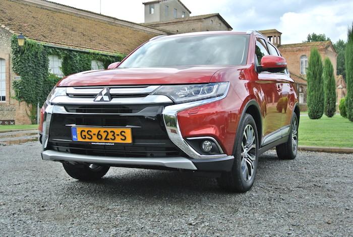 Mitsubishi-outlander-phev-voor