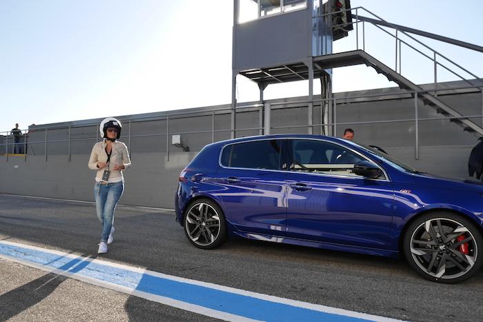 Peugeot-308-GTI-circuit-Femmefrontaal