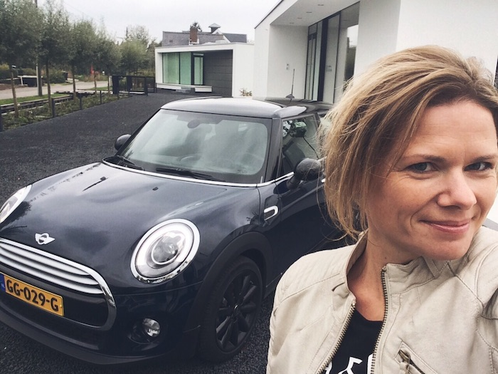 Selfie-DrieDwazeDagen-LeasePlan-Bijenkorf-FemmeFrontaal