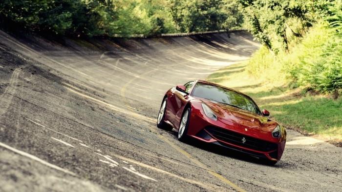 Ferrari-F12-femmefrontaal-header