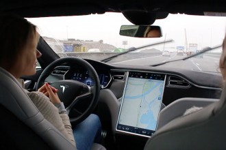 Header-Tesla-Model-S-Autopilot