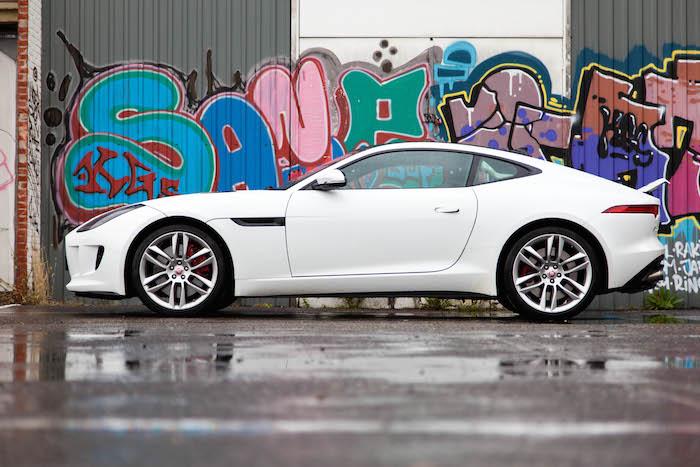 Jaguar-F-TYPE-R-coupe-header-femmefrontaal