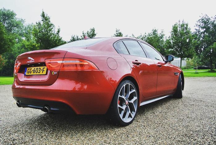 Jaguar-XE-S-FemmeFrontaal-achterkant