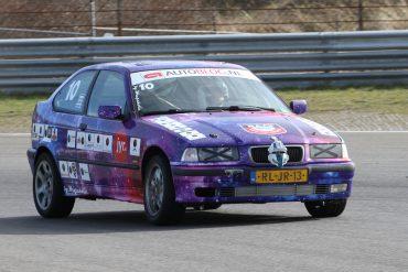 Junkyard race