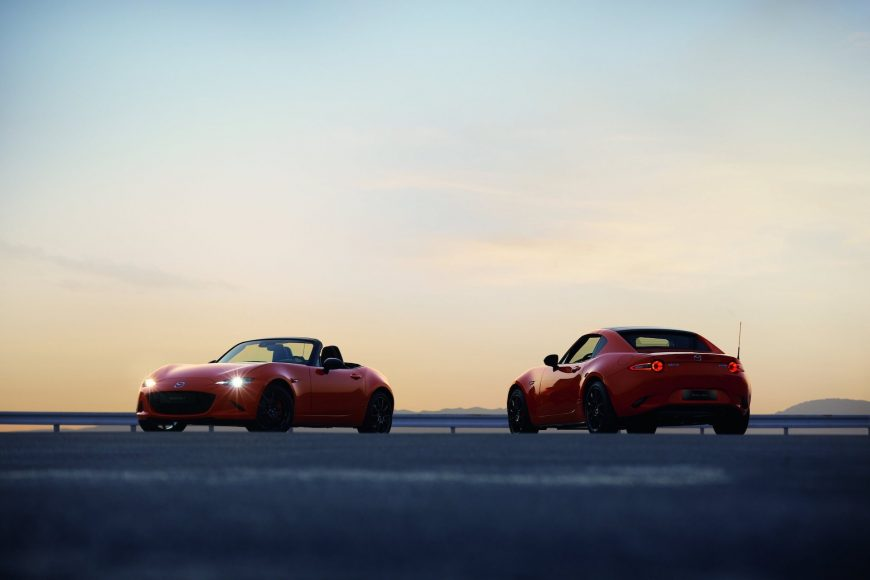 MAZ1901_2019_MX-5_ROADSTER_SOFTTOP_RF_19CY_30th_SV_US_LHD_C02_EXT_FQ_RQ_39L_LHD