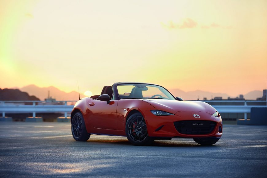 MAZ1901_2019_MX-5_ROADSTER_SOFTTOP_RF_19CY_30th_SV_US_LHD_C10_EXT_FQ_39L_LHD